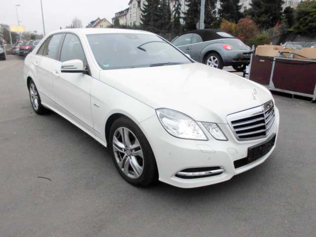 rent a car for wedding chisinau - MERS E CLASS white -2